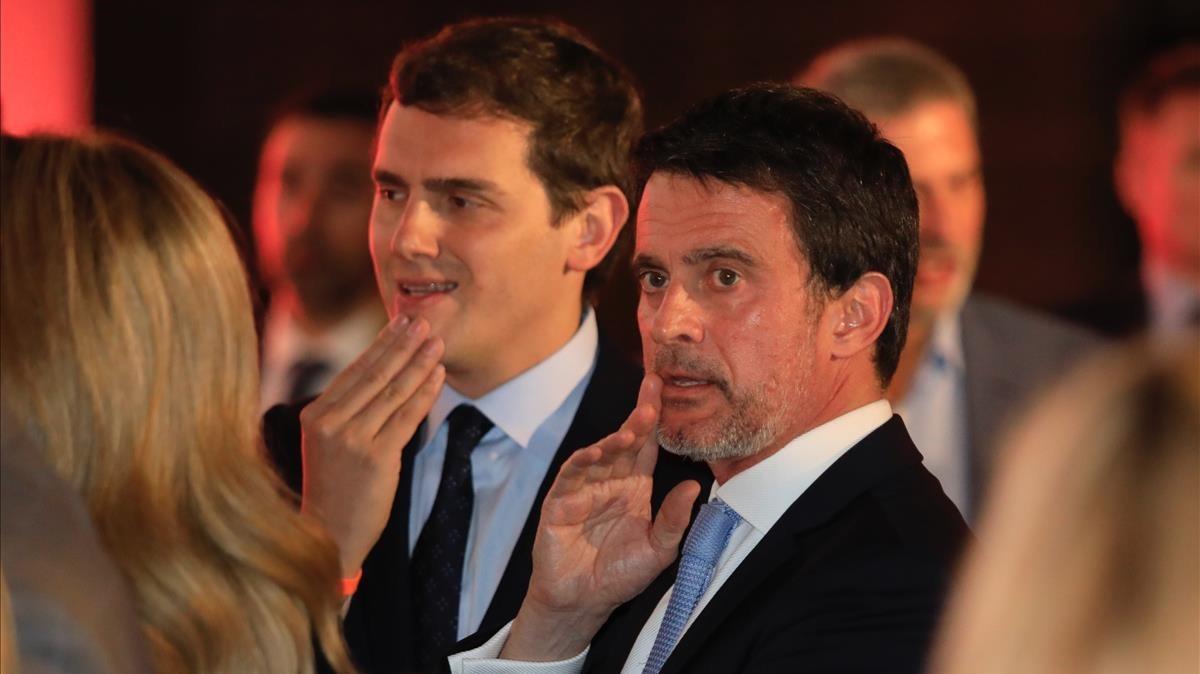 El presidente de Ciudadanos, Albert Rivera, junto al exprimer ministro francés Manuel Valls, el día de Sant Jordi, en Barcelona.