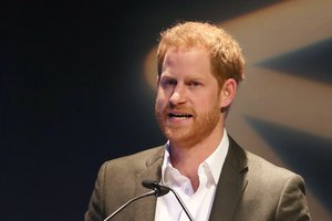 El príncipe Enrique, durante su conferencia, hoy, en Edimburgo.