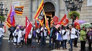 Protesta en la plaza de Sant Jaume por el deterioro de todos los sectores sanitarios.
