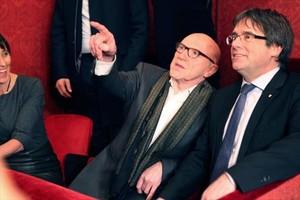 Puigdemont, junto a su abogado Paul Bekaert, en la Ópera de Gante, la noche del miércoles.