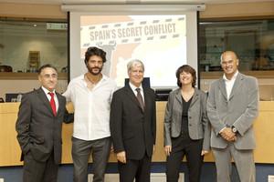 Ramon Tremosa, Joel Joan, Miquel Strubell, Elisenda Paluzie i Raul Romeva, a la presentació del documental al Parlament Europeu.