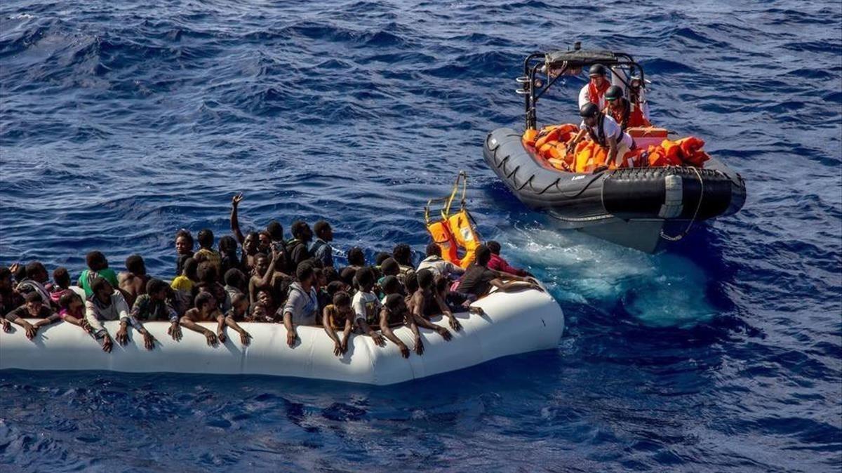 Rescate de inmigrantes a cargo de un equipo de Médicos sin Fronteras, frente a la costas de Libia, el 26 de octubre del 2016.