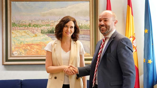 La candidata del PP a la presidencia de la Comunidad de Madrid, Isabel Díaz Ayuso, y el presidente de la Asamblea de Madrid, Juan Trinidad.