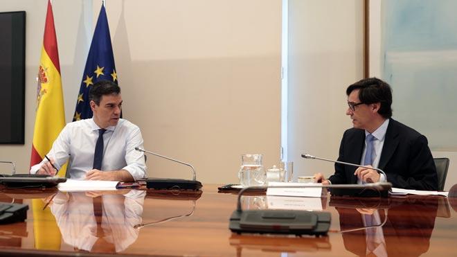 Pedro Sánchez y miembros del Gobierno durante la videoconferéncia con los presidentes autonómicos