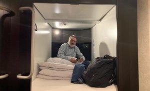 Dormir, al Japó, en un armari anomenat 'hotel càpsula'