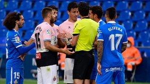 Un valent Espanyol resisteix a Getafe jugant amb 10