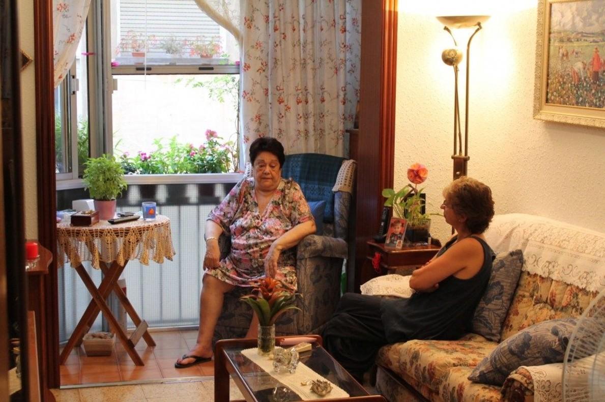 BCN impulsa un servei d'ajuda a domicili de proximitat