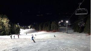 El sistema de iluminación hace posible la magia de esquiar de noche en la estación de Masella.