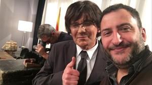 Autoretrat publicat al Twitter de Toni Soler amb Queco Novell, caracteritzat de Carles Puigdemont.