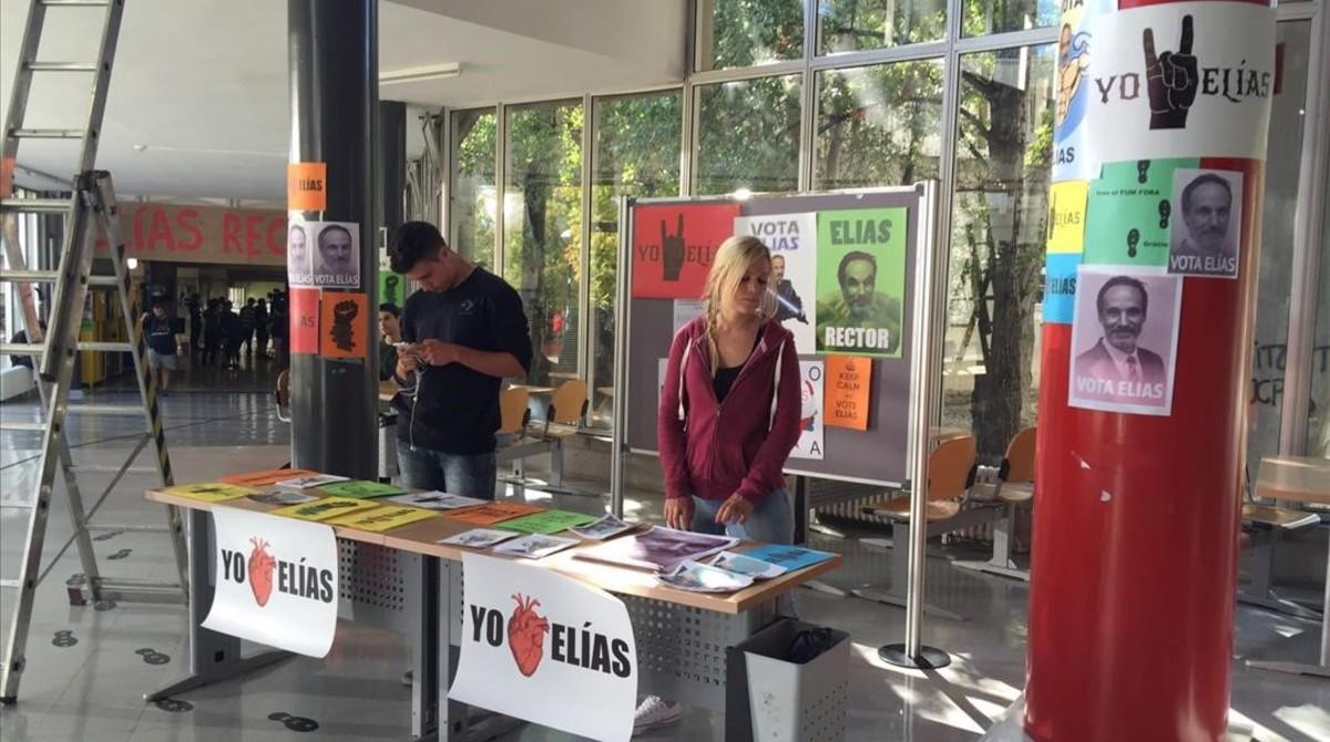 Escenarios de 'SQE': pasillos y exteriores de varias facultades de la Universitat Autònoma de Barcelona.