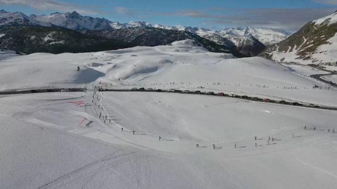 El temporal 'Gloria' beneficia al turismo de nieve en el Pirineo.