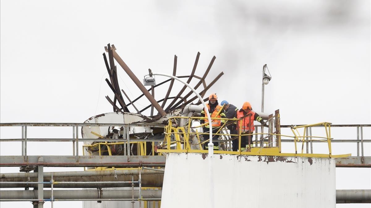 Trabajadores de la planta química checa donde se ha producido la explosión