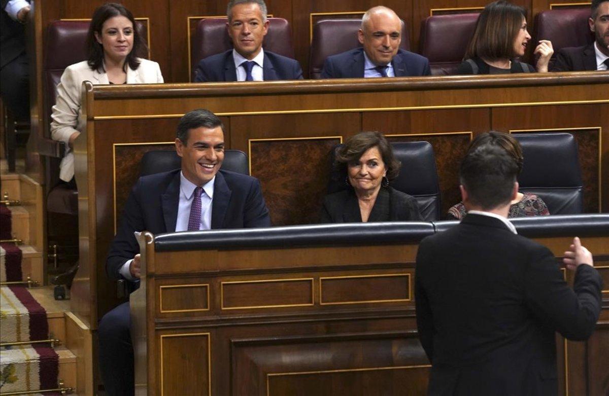 Pedro Sánchez se dirige a Gabriel Rufián tras la intervención del portavoz de ERC en el pleno de investidura.