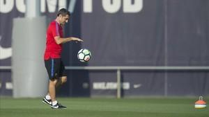 Valverde, en un entrenamiento del Barça en la ciudad deportiva.