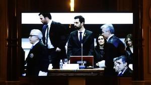 Varias personas abandonan un acto del ICAB mientras interviene el presidente del Parlament, Roger Torrent