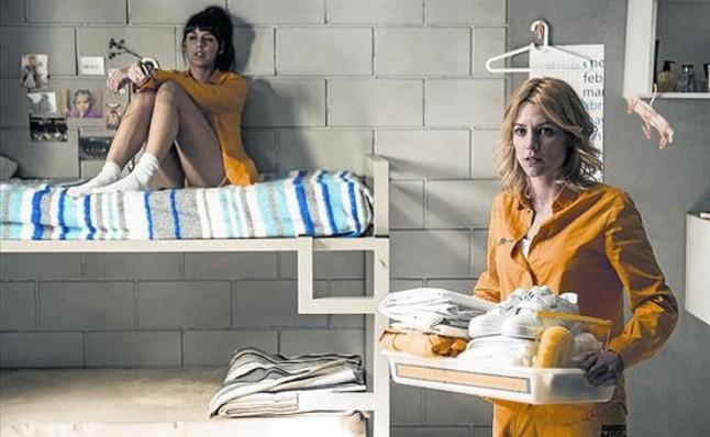 Najwa Nimri (a la izquierda) y Maggie Civantos, protagonista del drama carcelario de Antena 3 'Vis a vis'.