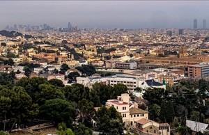 Vistas de Barcelona desde el Mirador de Vallvidrera, en la carretera de Les Aigües.