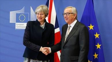 May i Juncker no aconsegueixen arribar a un acord sobre el 'brexit'