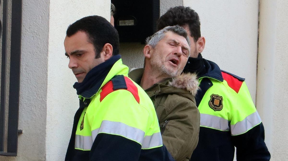 Los Mossos dEsquadra trasladan al sospechoso del crimen de Susqueda, Jordi Magentí, el pasado 27 de febrero.