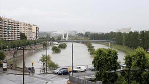 Lleida cierra accesos al Segre por la crecida del río