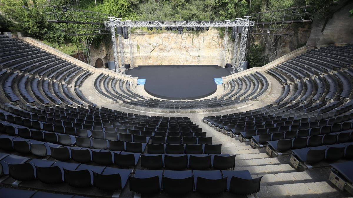 Una panorámica del anfiteatro de Montjuïc con las nuevas butacas en las gradas.