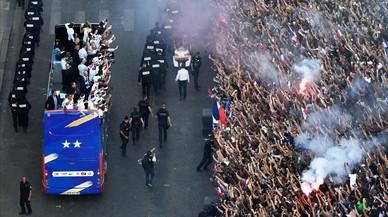 Fiesta republicana y multicolor en París para recibir a los campeones