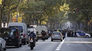 Els taxistes negocien amb Foment amb Barcelona bloquejada