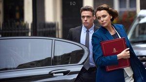 Los actores Richard Madden y Keeley Hawes enla serie Guardaespaldas, que en España estrena Netflix.