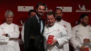 Martín Berasategui, en un momento triunfal de la gala de las estrellas Michelin, este miércoles en Lisboa.