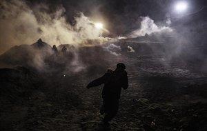 Els EUA llancen gasos lacrimògens contra migrants a Tijuana