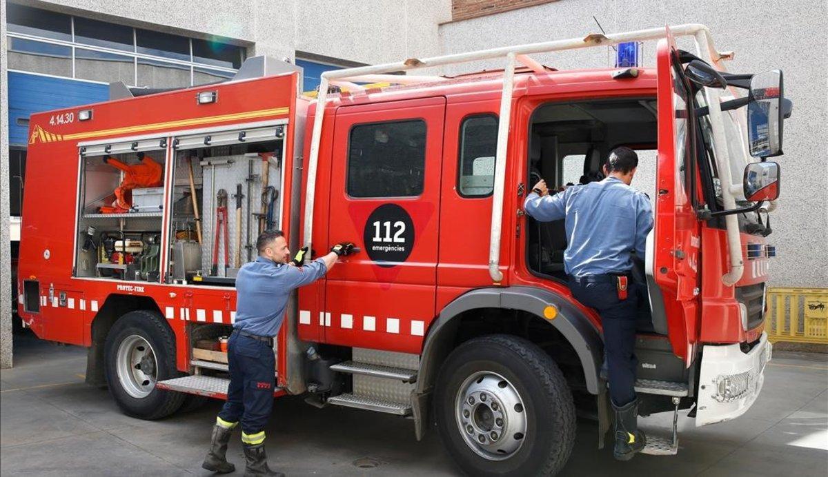 Vuit ferits i 30 veïns desallotjats en un incendi a l'Eixample de Sabadell
