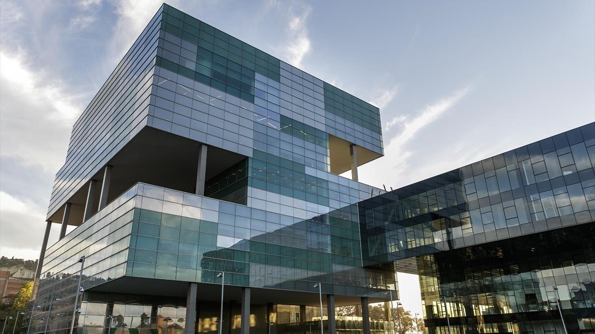 Edificio propiedad del Grupo Agbar, en la Ciutat de l'Aigua de Barcelona.