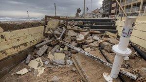 Destrozos en el paseo marítimo de Bellreguard tras el paso de 'Gloria'.
