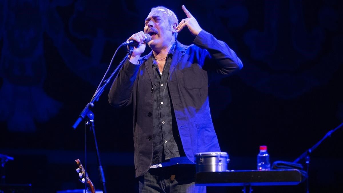 Stuart Staples, durante el concierto de Tindersticks en el Palau de la Música, el martes.