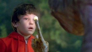 Henry Thomas, el mítico Elliott de 'E.T.', en una imagen del no menos mítico filme.