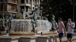 Les estàtues de València consciencien de l'ús de la mascareta