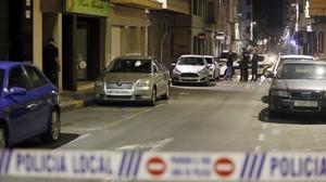 La zona de los hechos, acordonada por la policía en Elda.