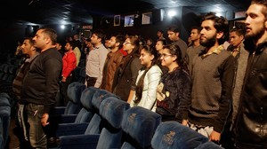 mbenach36610542 indian movie goers stand up as national anthem is played at 161214182631