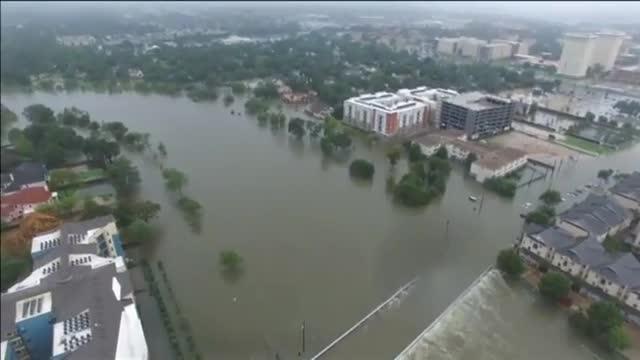 Lhuracà Harvey deixa milers de persones atrapades a Houston i amenaça Louisiana