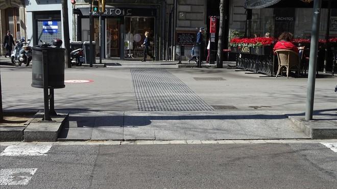 Las aceras de barcelona tienen historia for Pavimentos barcelona