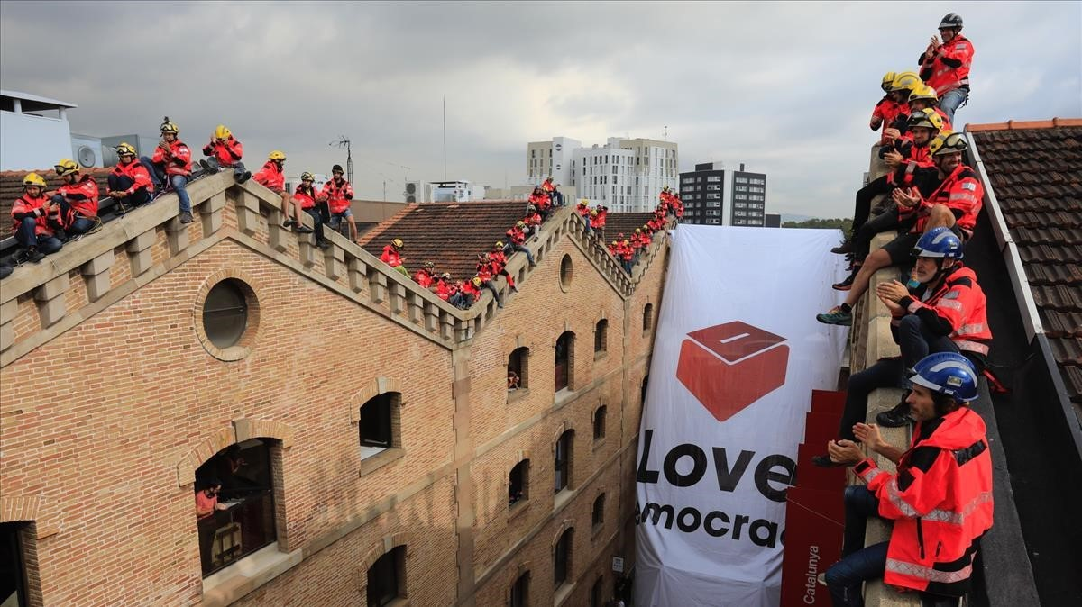 Acto unitario de los bomberos de Barcelona y Catalunya a favor del referéndum.