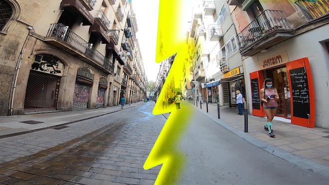 ¿Afecta el covid a la economía de todos los barrios por igual? Comparamos una calle del centro con otra de Gracia.