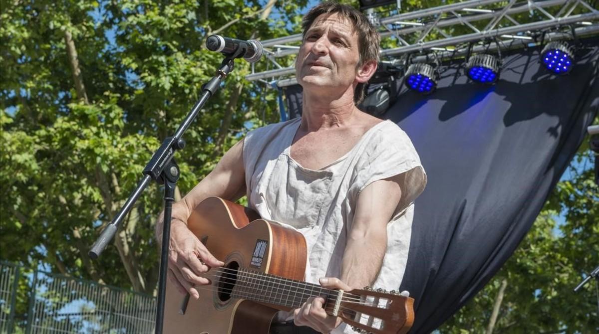 Albert Pla, en el concierto 'No callarem' celebrado el domingo en Badalona.