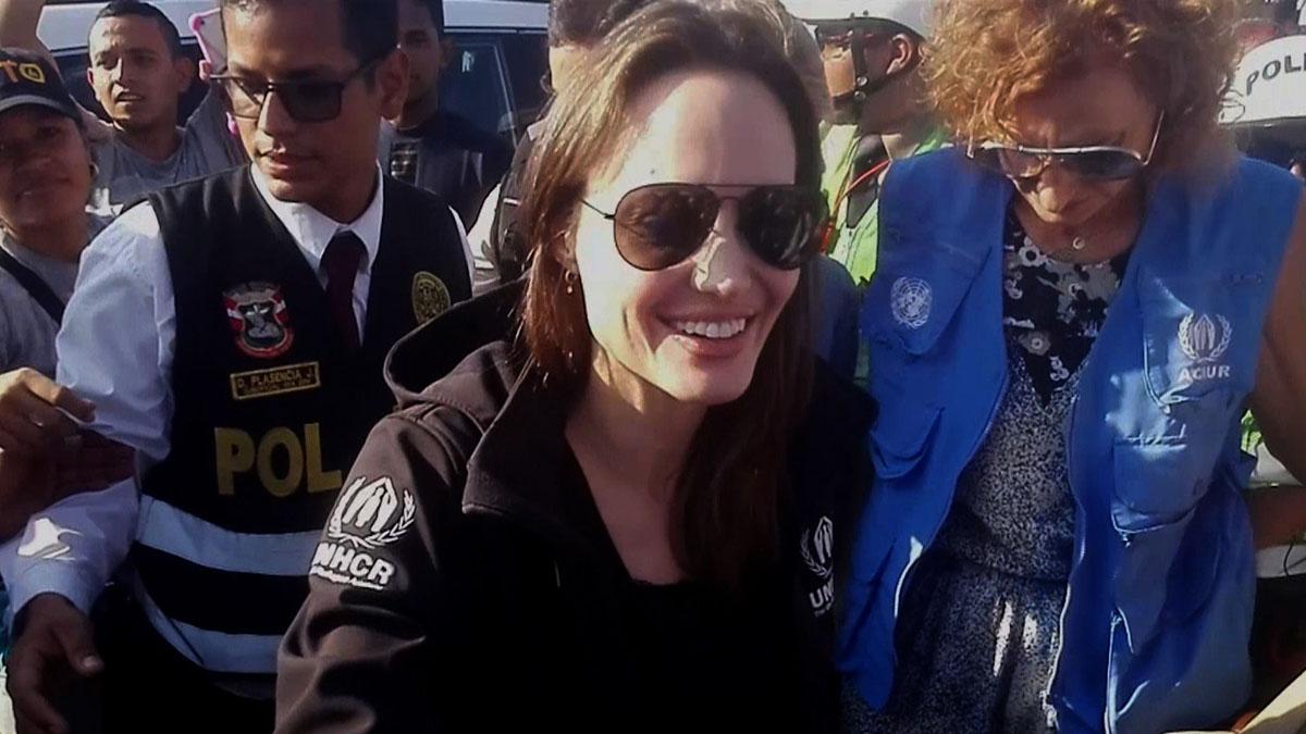 Angelina Jolie visita la frontera de Perú con Ecuador.