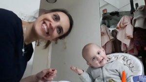 La hilarant 'conversa' d'una mare amb el seu nadó que no vol menjar papilles