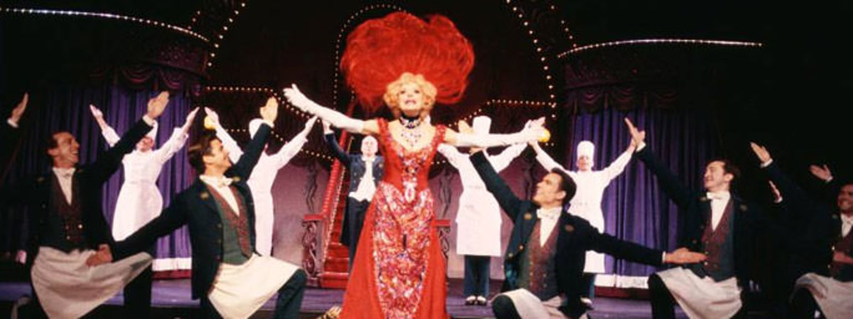 Bette Midler, en el musical Hello, Dolly.