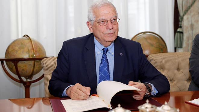 Borrell firma un tratado fiscal con Reino Unido por Gibraltar tras el brexit. En la imagen, el momento de la firma.