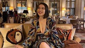 Jeanne, la estudiante de Literatura, a la que se le impidío la entrada al museo d'Orsay por lucir escote.