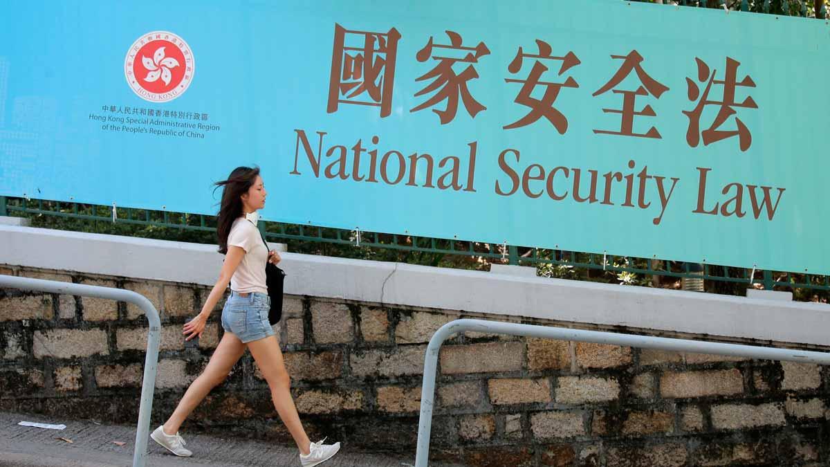 China ratifica la polémica ley de seguridad. En la foto, cartel en contra de la nueva norma en una calle de Hong Kong.