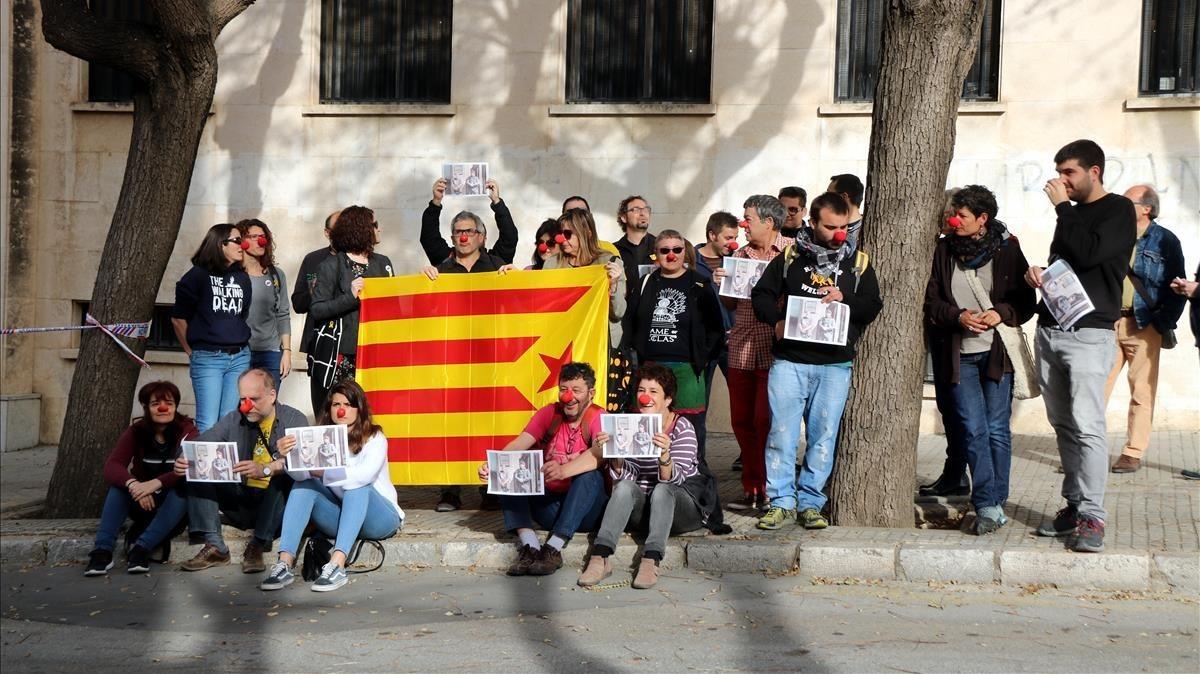 Concentración frente a la fiscalía de Tarragona.
